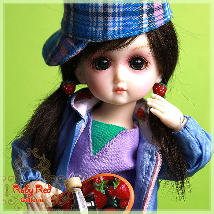 GA0003A StrawBerina, Skater-Girl