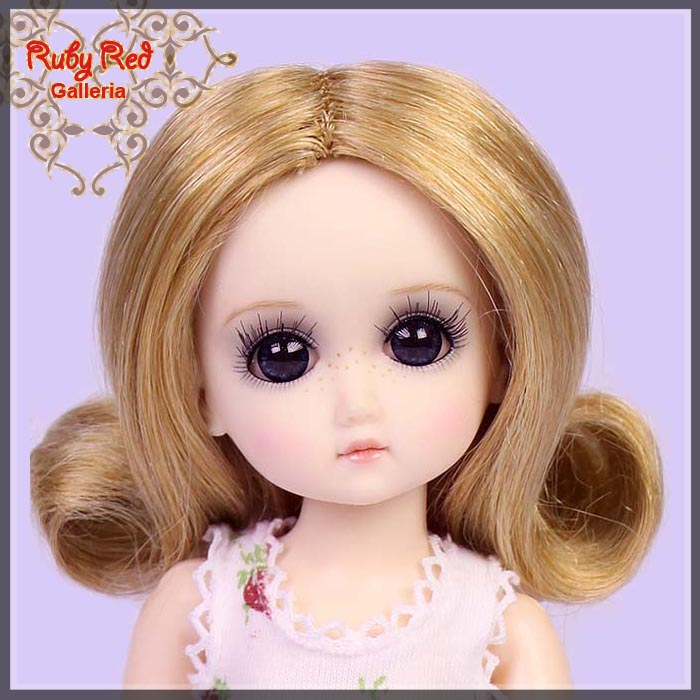 GD0002B Ash Blonde Doll Wig