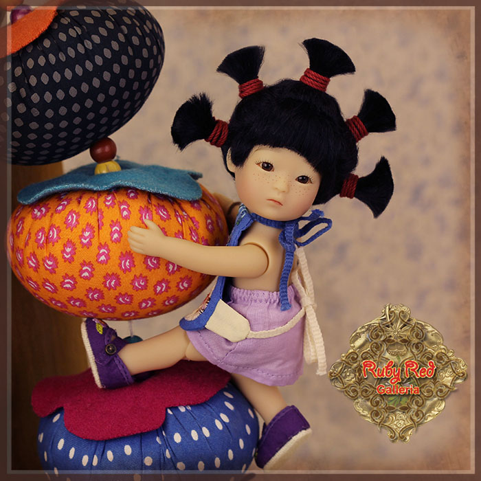 TA0005A Tanghulu - Wu Chui'er (Startled) doll set
